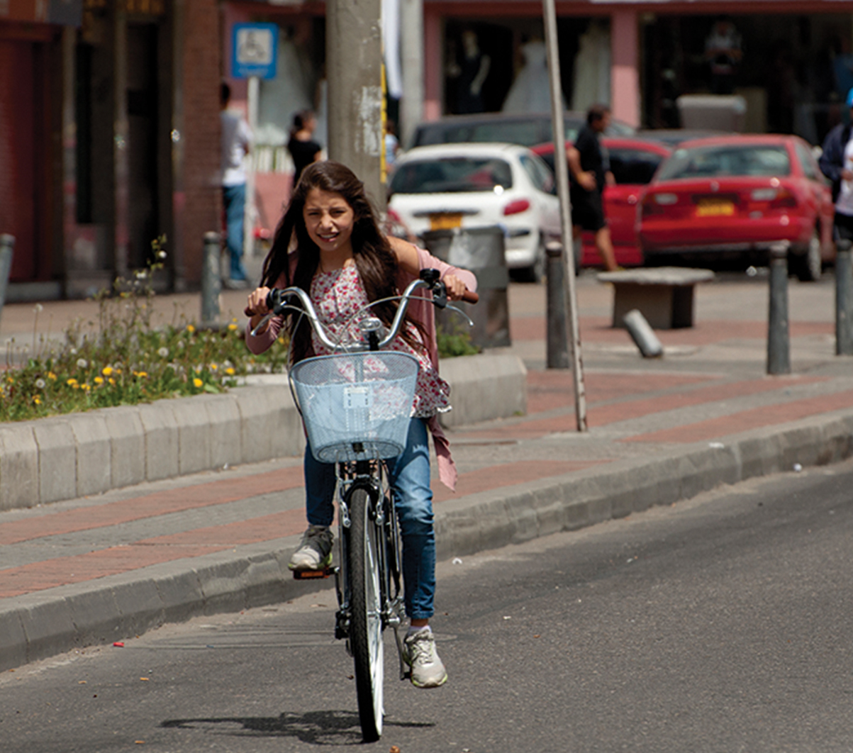 Encouraging cycling as an efficient and attractive mode of transportation  requires the provision of safe and continuous facilities. Cycling is a  healthy f0900cb42